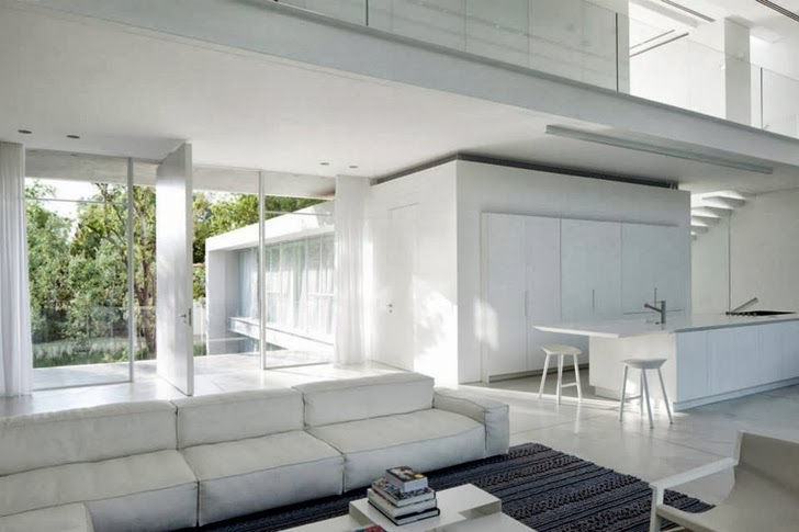 White furniture in White Ramat Hasharon House by Pitsou Kedem Architects
