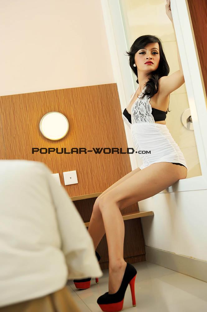 Foto Julia Sukma di Majalah Popular Januari 2013