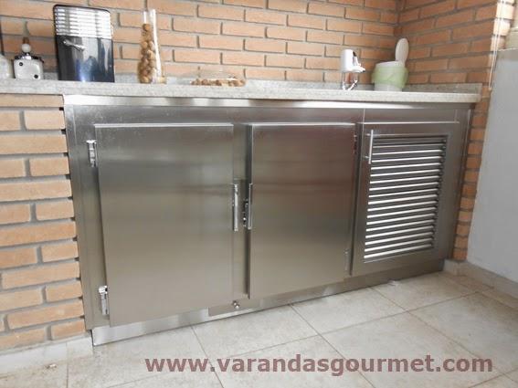 balcão refrigerado com base, rodapé e gaveta para degelo