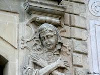 Representació escultòrica de la joventut a la portalada de Santa Maria. Autor: Carlos Albacete