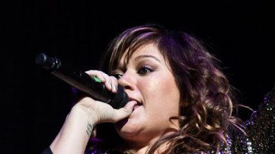 Kelly Clarkson cantara en el Super Bowl 2012