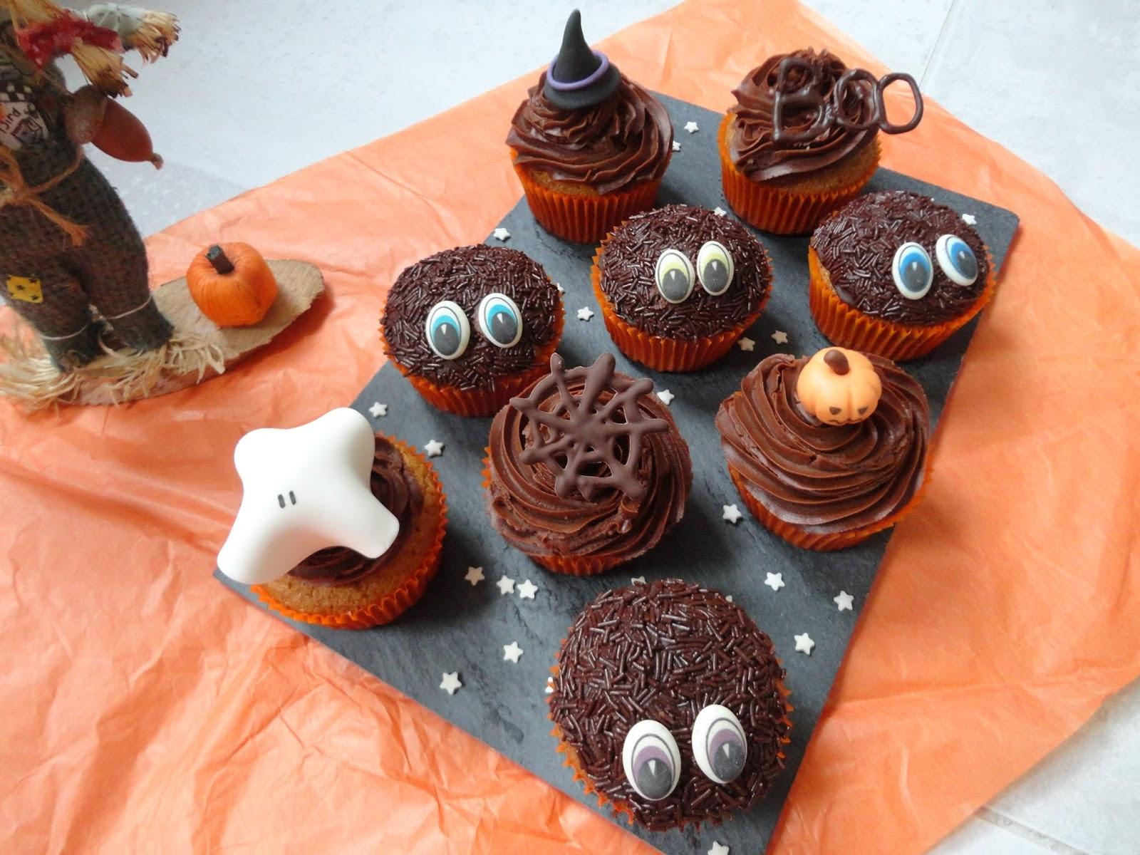 Halloween approche Les années passées, jai essayé les araignées,cookies et les chouettes cupcakes aux Oréos. Cette année encore, je reste dans le