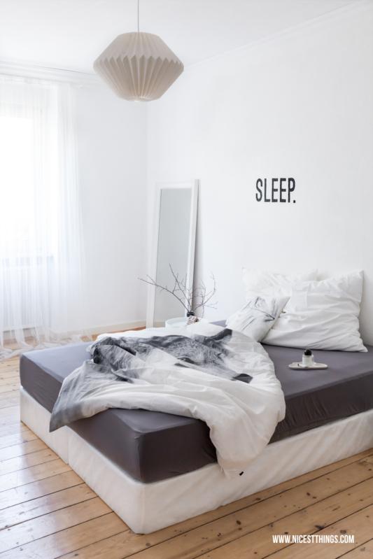 Und Da Weiß Letztendlich Doch Die Schönste Wandfarbe Von Allen Ist, Wurde  Unser Schlafzimmer Jetzt Eben Komplett Frische Wäsche Apfelblüten Weiß.