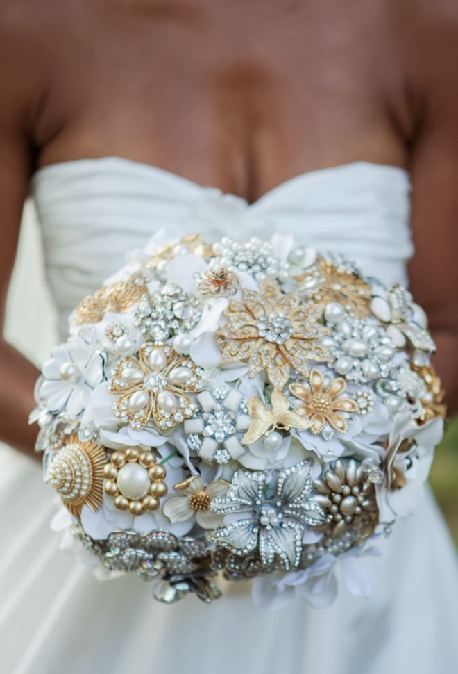 Wedding ideas  - Page 2 Brooch-weddiing-bouquet-11