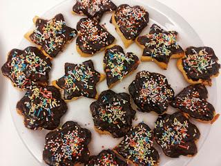 biscottini ricoperti di cioccolato e granelle