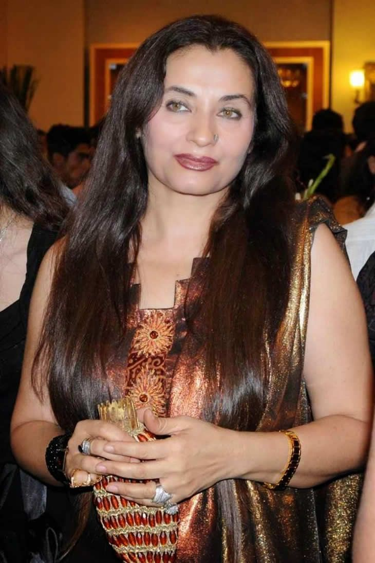 1989 Salma agha daughter pictures