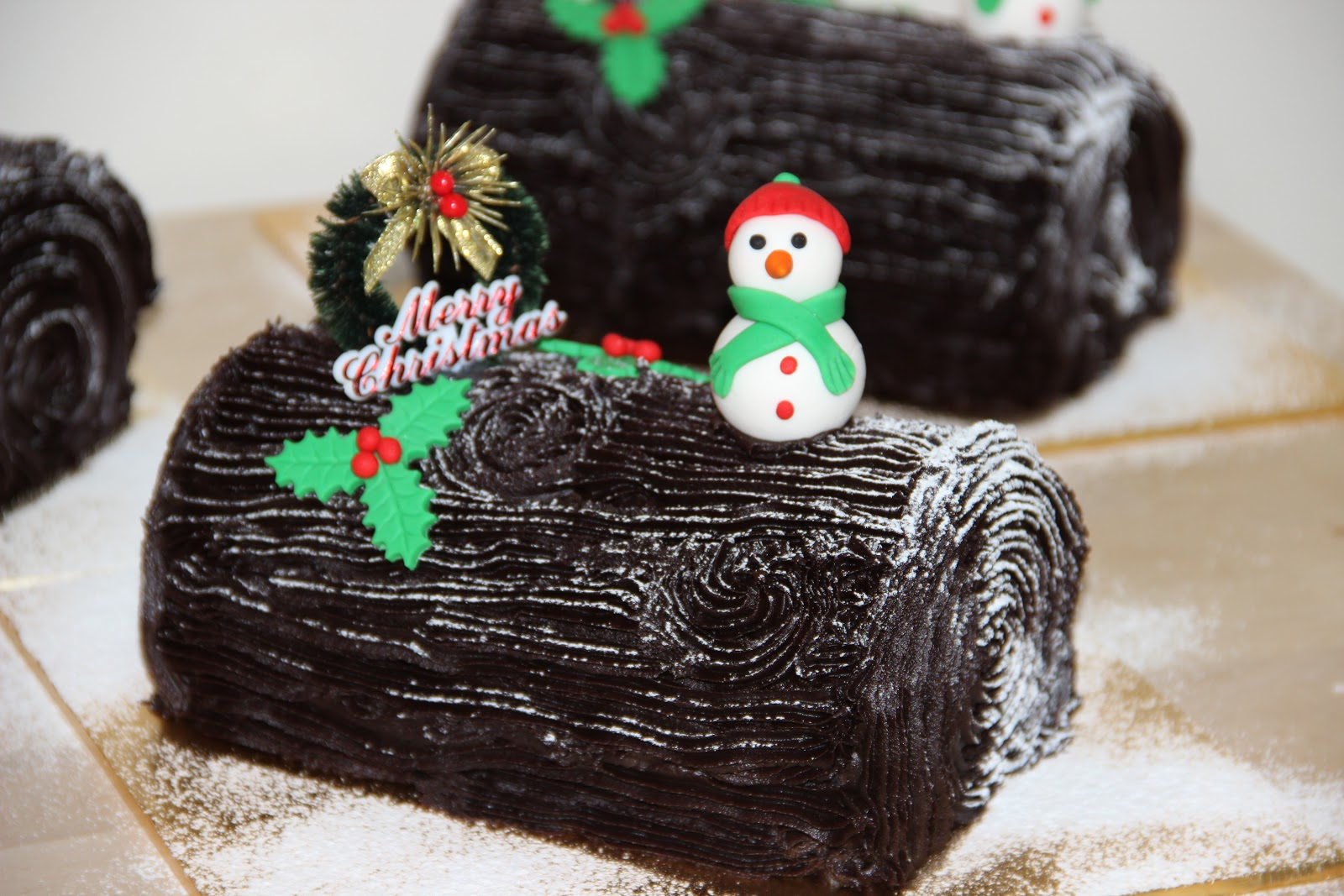 How to make a christmas yule log decoration - Chocolate Yule Log Cake