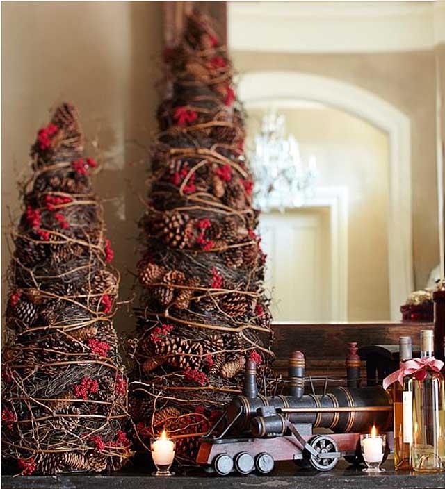 arboles de navidad decorados pequeños y elegantes - piñas de pinos