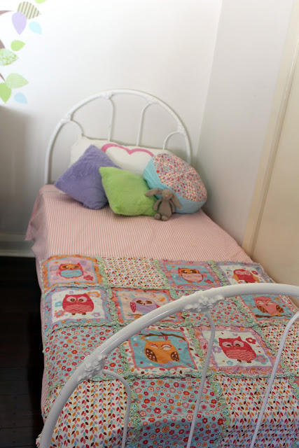 vintage girls bed