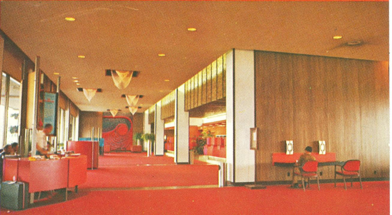 The original disneyland hotel early 70 39 s interiors for 70s office design