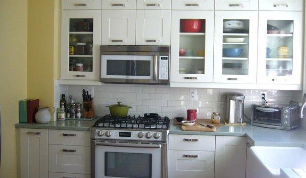 tampilan dapur luar biasa dengan kabinet putih ide