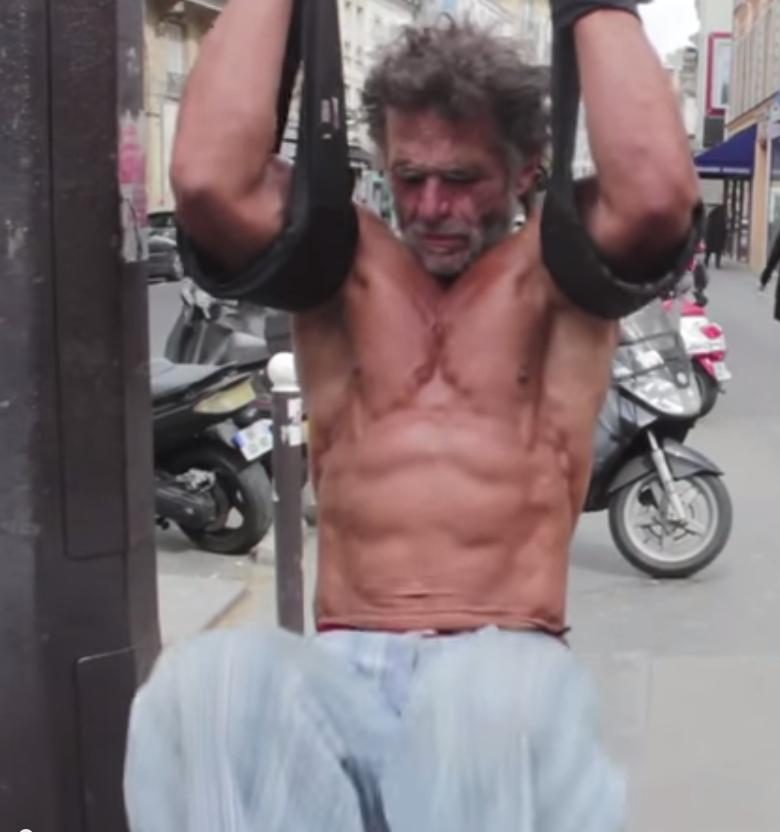 Il senza tetto Parigino che ama il BodyBuilding