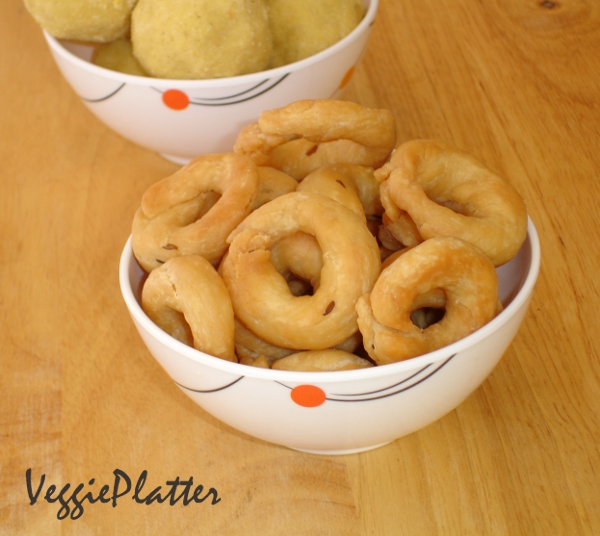 Veggie platter maida chegodilu for the 2nd day of bm21 here is a savory snack from andhra this recipe uses only maida unlike the general chegodi version i came across this in a telugu forumfinder Images