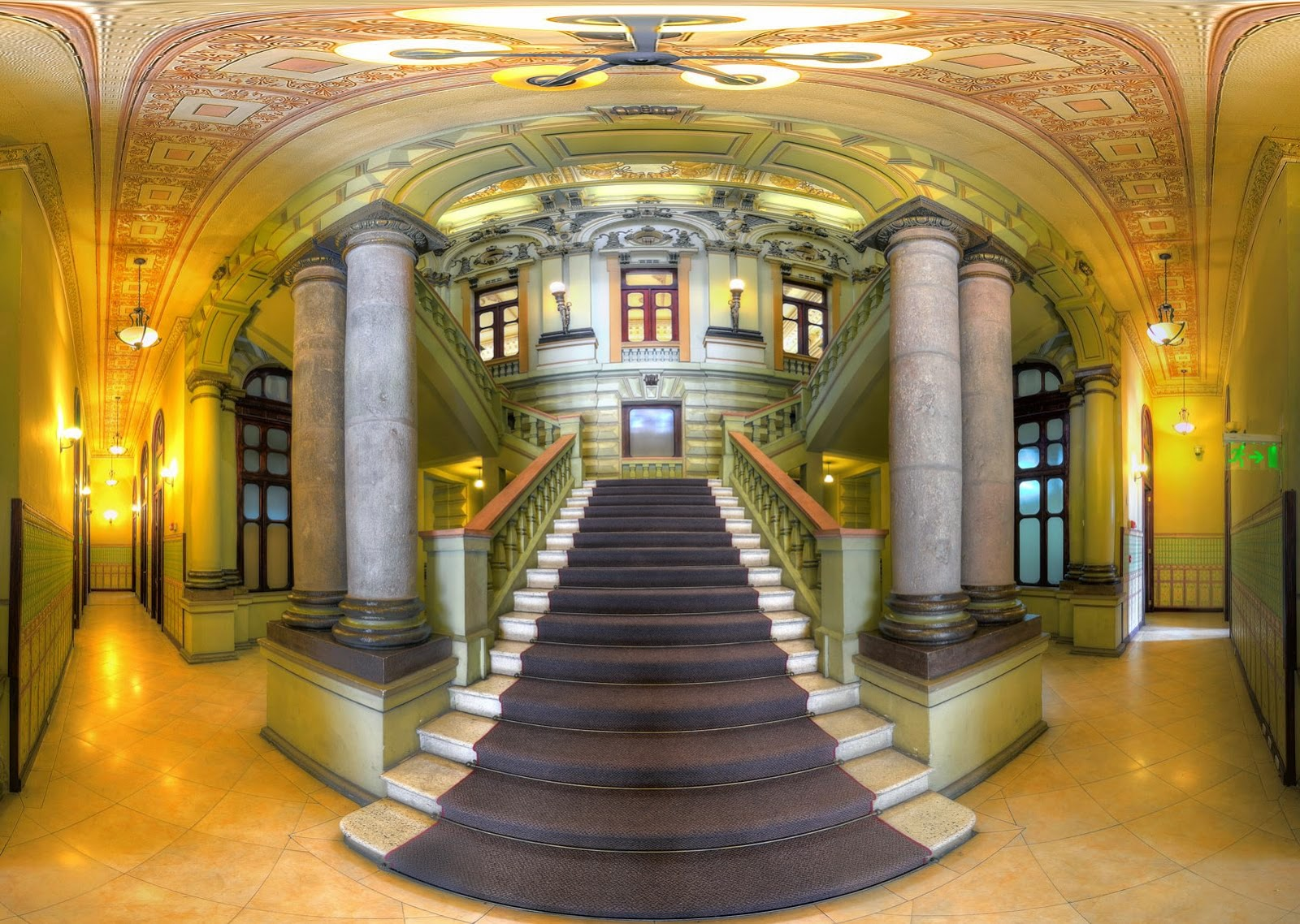 Los ladrillos de quito palacio del antiguo c rculo militar for Escaleras de salon