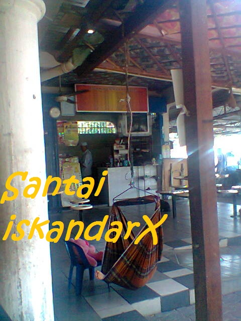 iskandarx.blogspot.com, Kelmarin is lepak sambil lunch kat Hot Mama, santai, Hot Mama, Nasi Ayam, Kopi Ais, Rokok, D J, Flat Ijau, Balik Pulau