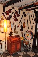 sala muzyczna w muzeum ludowym u kowalskich