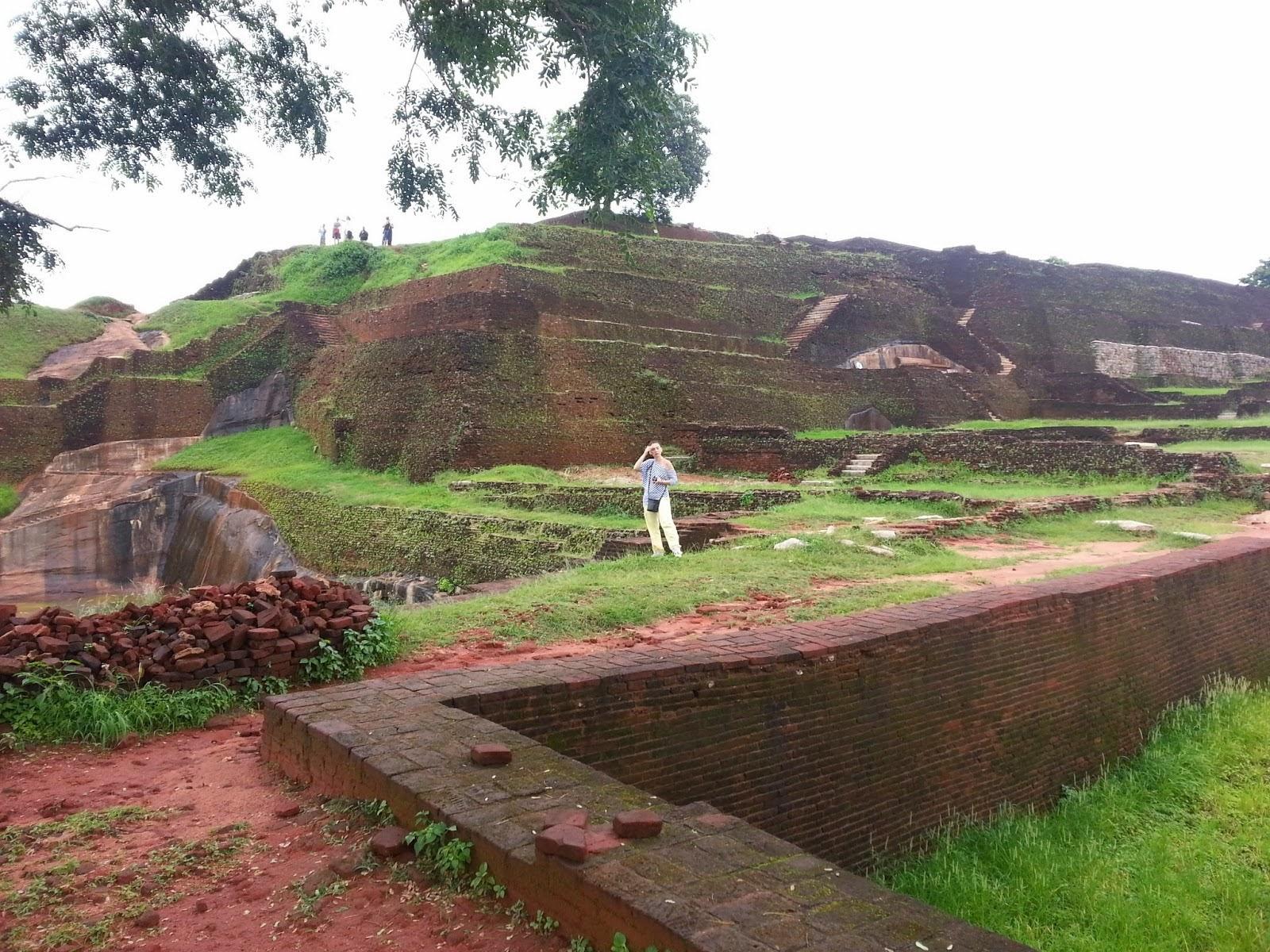 Сигирия, пирамида на вершине скалы, каменный трон красного гранита, свидетельства продвинутых технологий древних цивилизаций