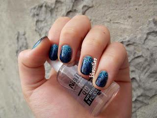 Manicure w niebieskich barwach