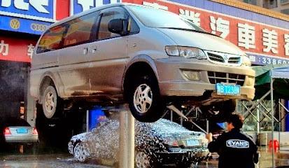 Mencuci Bagian Kolong Mobil