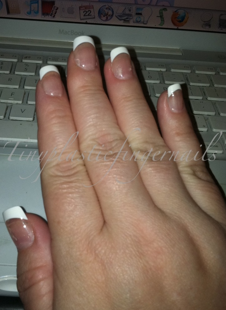 Tiny plastic fingernails: Kiss Everlasting French Tips Real Short ...