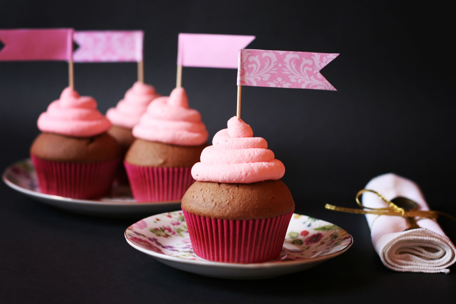 Cinnamon Girl: Chocolate Cupcakes and Strawberry Marshmallow Frosting