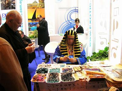 Artesano egipcio, Fitur, Feria intenacional de turismo, Madrid, La vuelta al mundo de Asun y Ricardo, round the world, mundoporlibre.com