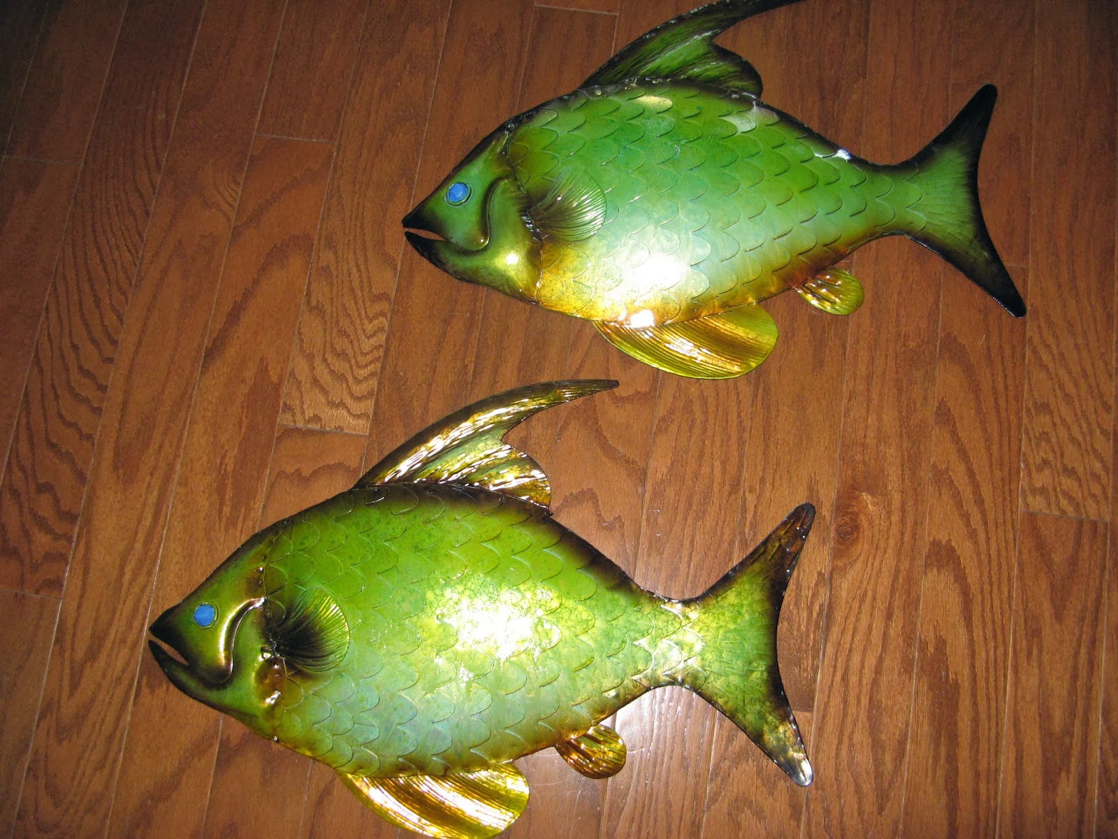 Spray Paint Upcycle - Metal Fish.  Before Photo.