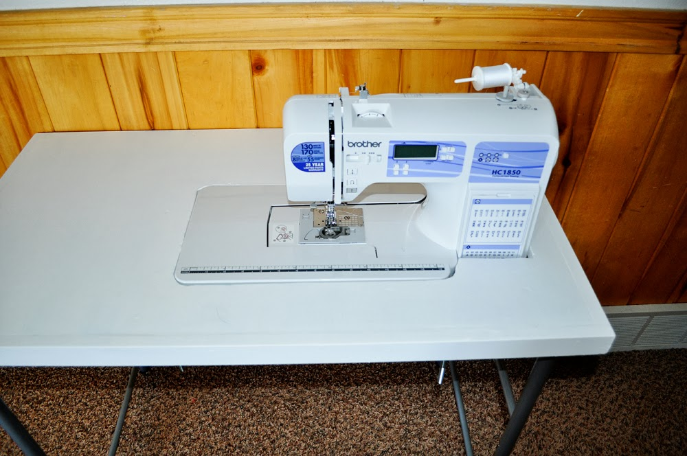 Inspiring creations diy sewing table and first time free - Small sewing machine table ...
