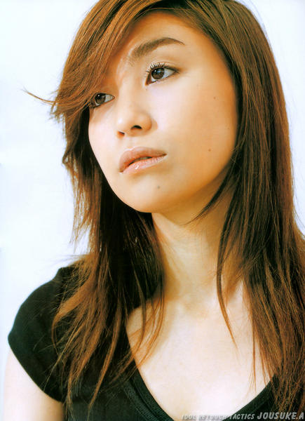 Chihiro ONITSUKA - Famous Microphone - album décevant  Chihiro+Onitsuka+1