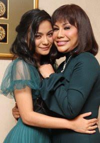 gambar kilafairy bersama ibunya rohana jalil