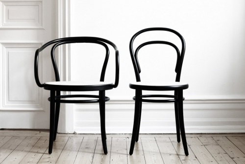 Right Now Iu0027m Completely Obsessed By Thonet Chairs. I Have Four Boring Black  Dining Chairs And A Round White Dining Table, And It Would Fit So Well With  ...