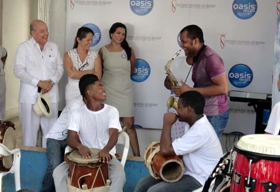 Donación-musical-niños-de-Rincón-Dones