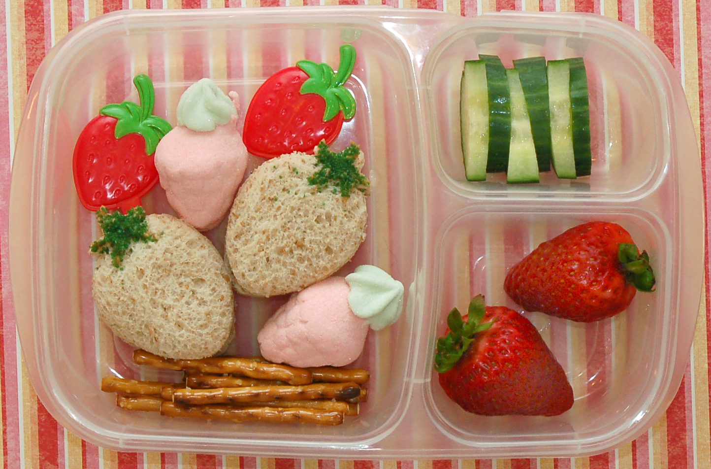 cookie cutter lunch a berry easy lunch box. Black Bedroom Furniture Sets. Home Design Ideas