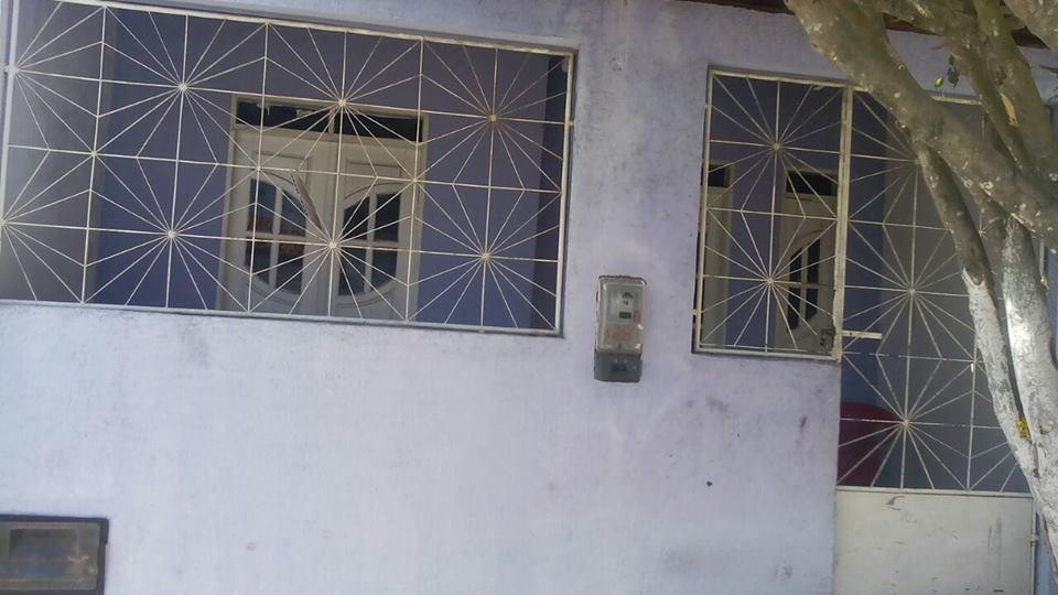 Em, Mairi vende-se uma casa localizada na Rua Carlos Moreira