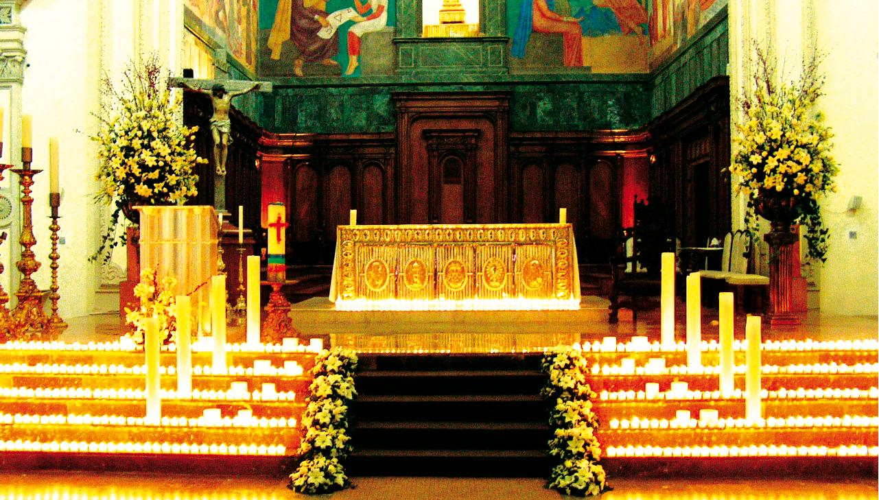 Decoracion Altares Iglesias Evangelicas ~ Un altar inundado de luz con tea lights seguramente ser? inolvidable