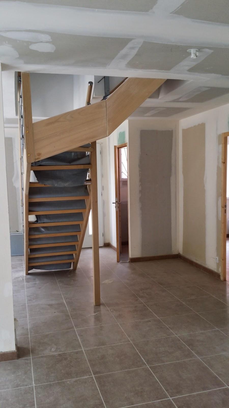 Ma maison avec demeures d 39 occitanie petit topo du 13 for Entree de maison avec escalier