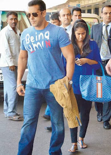 Salman Khan caught with Sister Arpita Shopping in Abu Dhabi