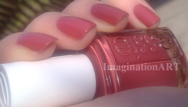 Essie_In_Stitches_swatch_smalto_polish_nail_laquer_rosa_pink