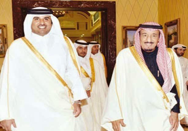 العاهل السعودي يوجه خطابًا لأمير قطر بشأن موقف بلاده من مصر