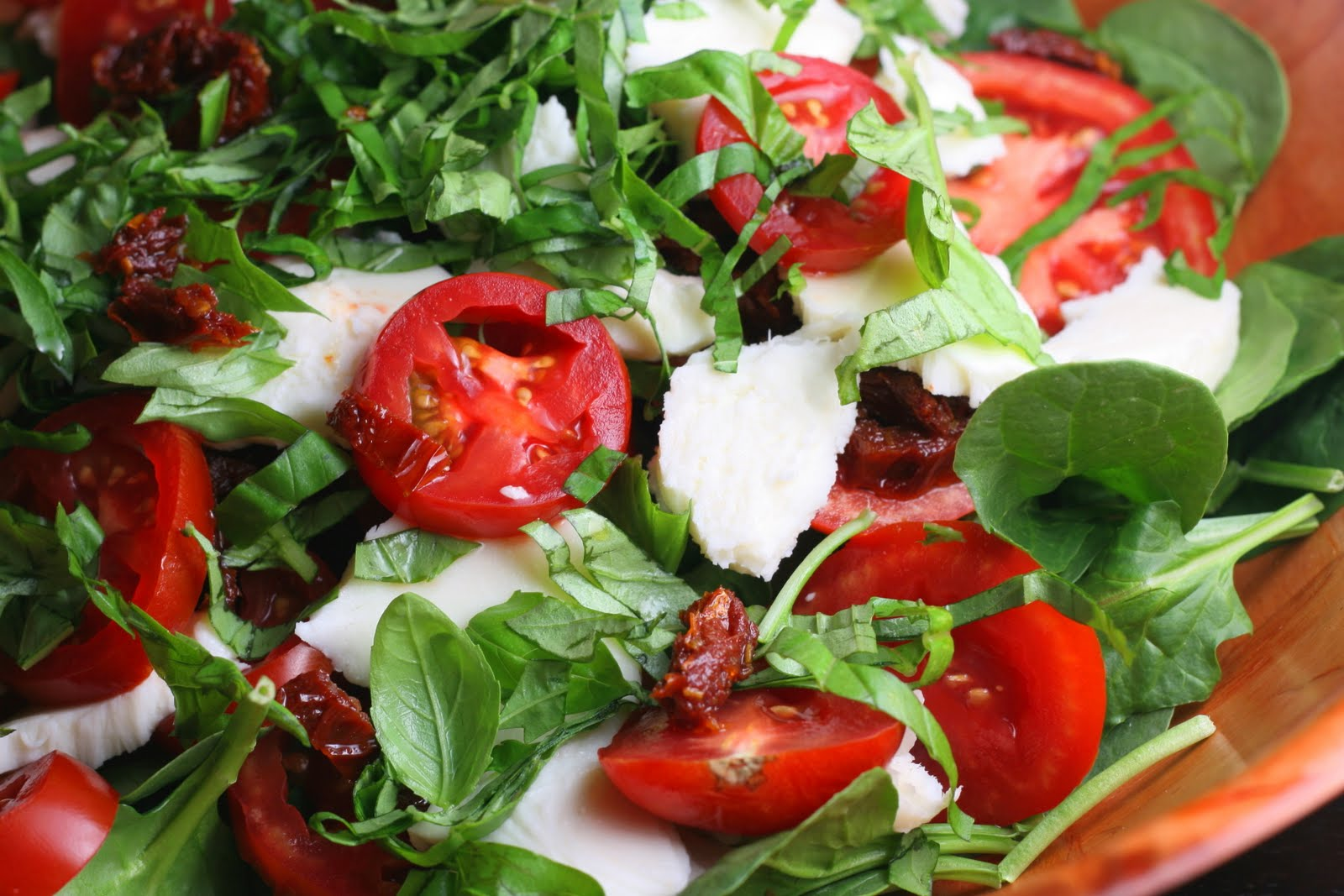 Spinach Caprese Salad with Sun Dried Tomato and Balsamic ...