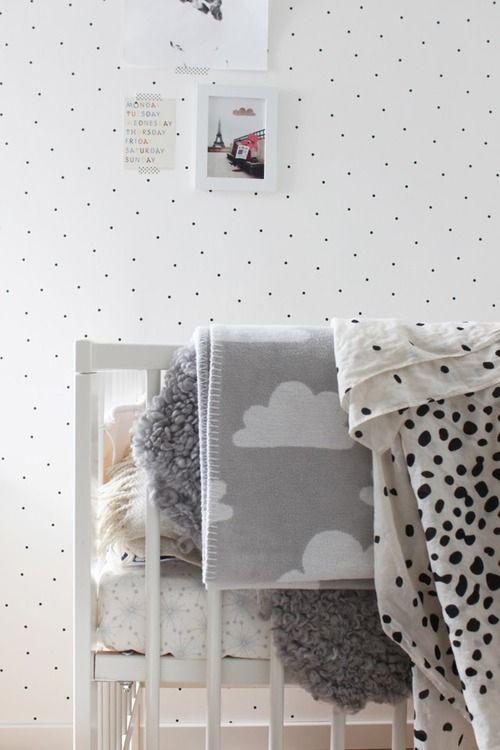 Habitaci n infantil n rdica y unisex la garbatella for Papel pintado dormitorio estilo nordico