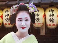 舞妓の冨津愛さん、そろそろ衿替えも近い・・・?