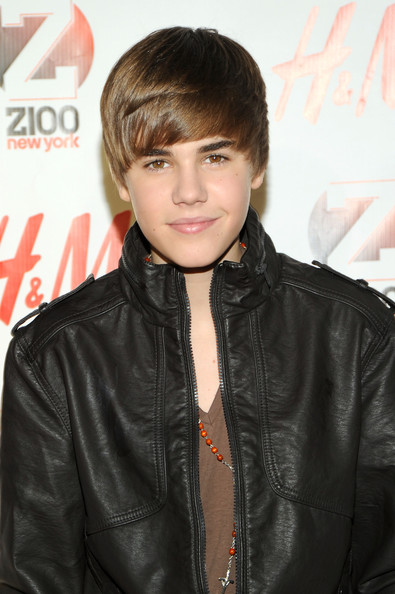 justin bieber 2011 haircut spiky. Justin Bieber Short and medium