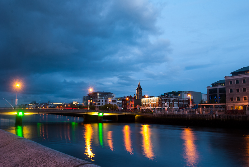 Night photography of the lights and dublin liffey