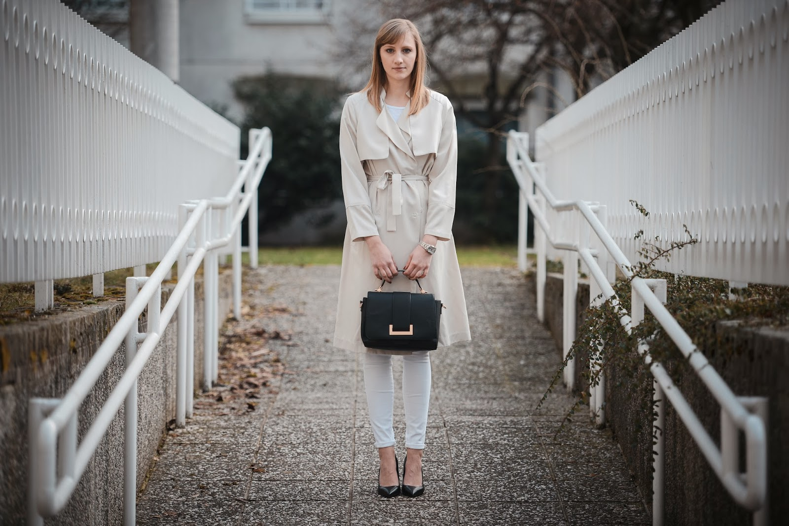 hm beige trench coat extra long, ss 2014 h&M, style blogger, all white outfit, fashion blogger, hm bag 2014