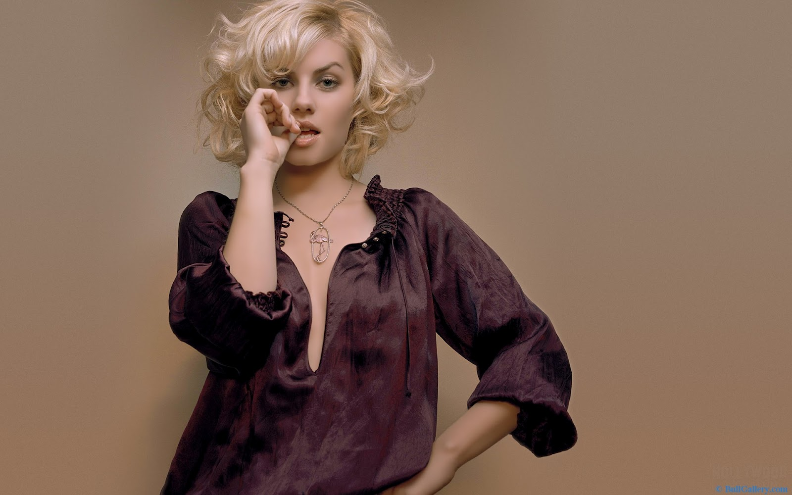 http://2.bp.blogspot.com/-59dLAhfMFA4/UDwMFp0RWUI/AAAAAAAADxY/aWguS1qhYII/s1600/Elisha-Cuthbert-Curly-Hairstyle.jpg