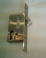 Badan kunci pintu sliding backset 50 mm lidah kait