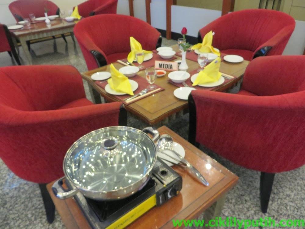 Makan Steamboat Panas di Borak Cafe BlueWave Hotel Shah Alam