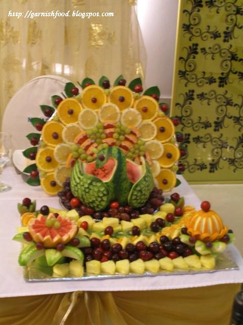 melon+bird+with+fruit+tail+peacock_garni