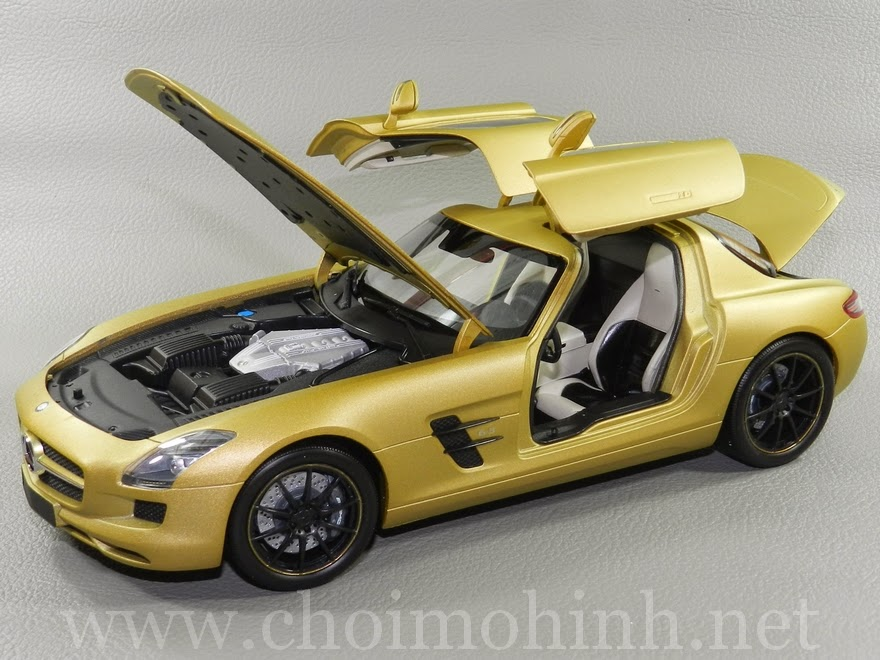 Mercedes-Benz SLS AMG 2010 1:18 Kyosho door
